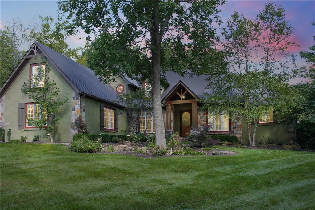 Photo of home for sale at 6125 Stonegate Run, Zionsville IN