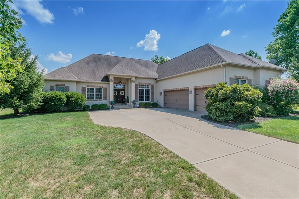 Photo of home for sale at 5313 Cottage Grove Lane, Noblesville IN